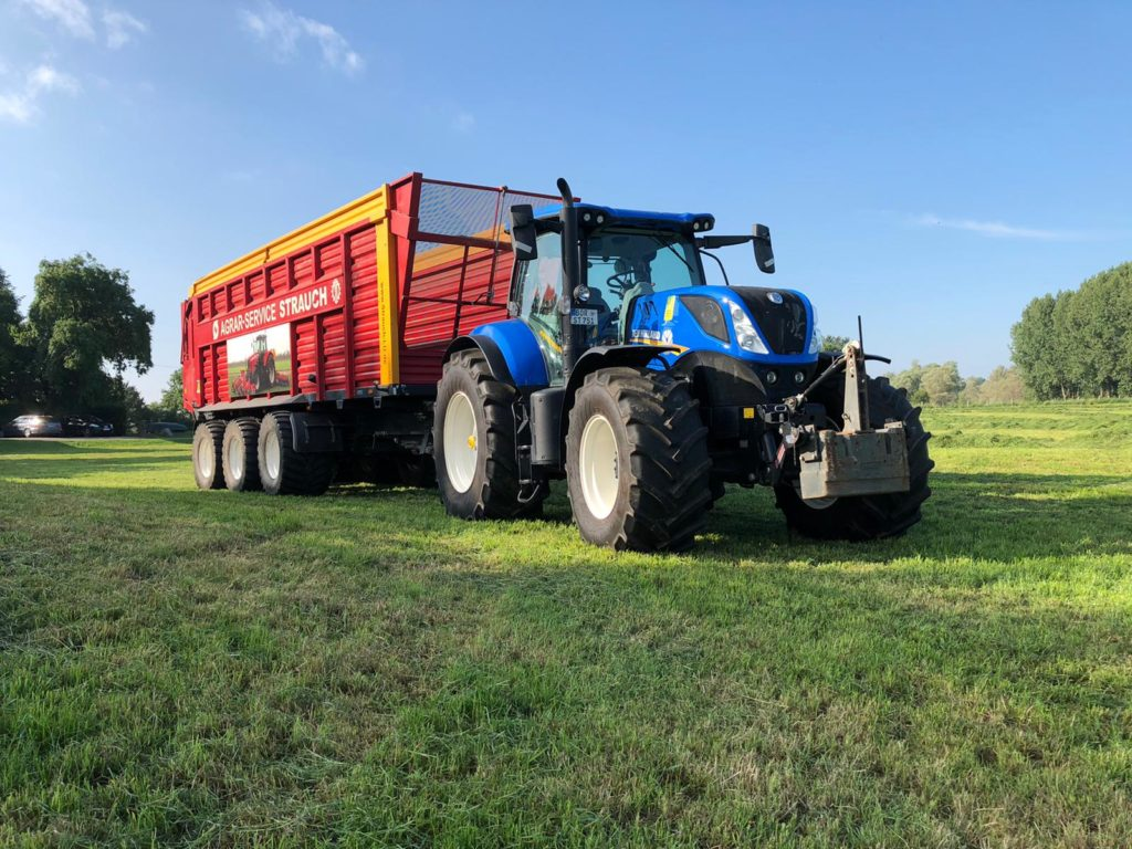 New Holland T7.210 mit Schuitemaker SiWa 840