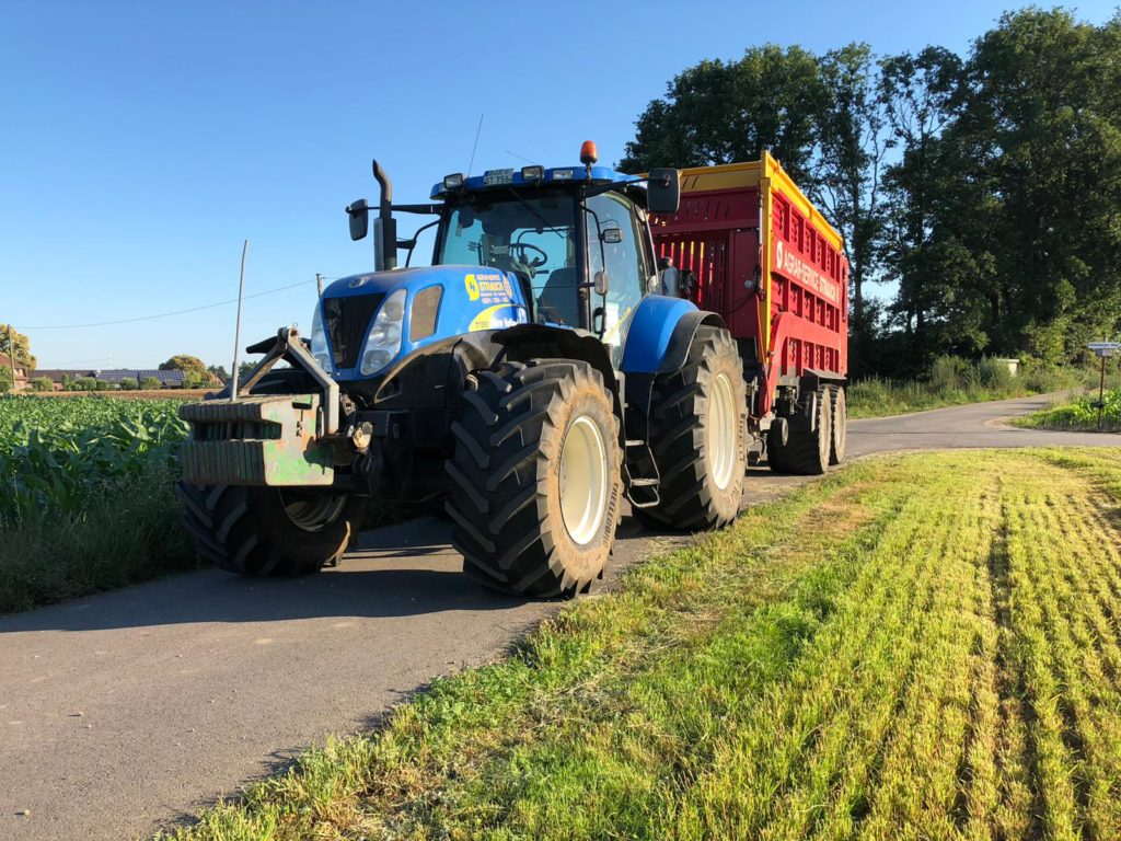 New Holland T7050 mit Schuitemaker Rapid 6600